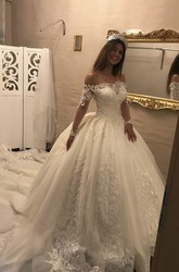 Luxury Illusion Ballgown Lace Long Sleeve Off-the-shoulder Wedding Dress With Keyhole Back