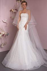 Mermaid Sleeveless Strapless Floor-Length Appliqued Lace&Tulle Wedding Dress With Lace-Up Back And Court Train