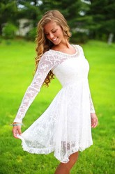 Classic Simple Casual Lace Beach Knee-Length Wedding Dress with Beadings