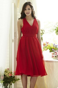 Knee-Length A-Line Ruched V-Neck Sleeveless Chiffon Bridesmaid Dress