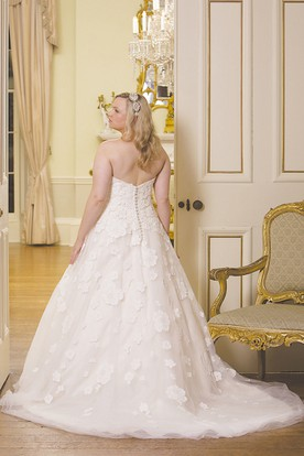 b6db6c4b322 ... Ball Gown Floor-Length Sweetheart Lace Plus Size Wedding Dress With  Appliques And V Back