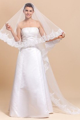 d028a30ee09 Modern One-tier Chapel Wedding Veil With Lace Edge ...