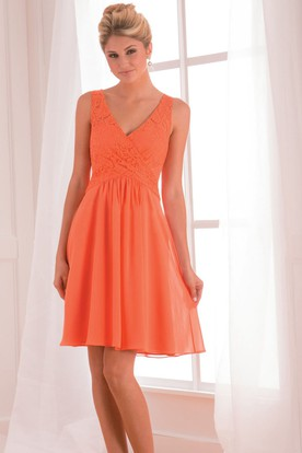 e591ddc0d03 Sleeveless V-Neck Short Bridesmaid Dress With Lace Detail And Keyhole Back  ...
