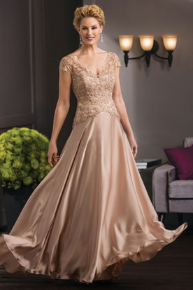Cap Sleeved V Neck A Line Mother Of The Bride Dress With Appliques