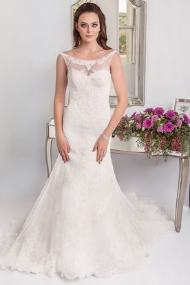 Long Sleeveless Scoop Neck Appliqued Lace Wedding Dress ...