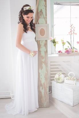 A Line Chiffon Lace Strapless Sleeveless Sashed Maternity Wedding Dress