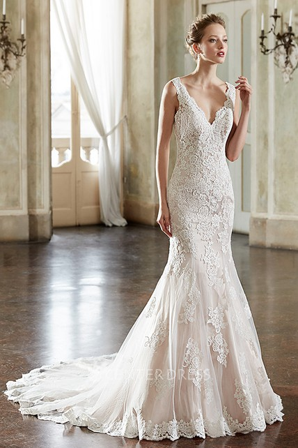 Trumpet Long Sleeveless Appliqued V-Neck Lace Wedding Dress
